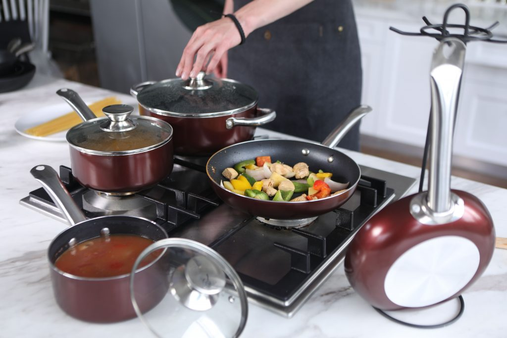 hard anodized vs ceramic cookware